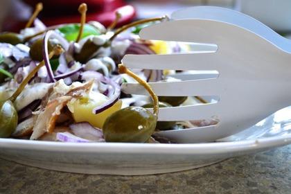 Sałatka ziemniaczana z wędzoną rybą - Betty House